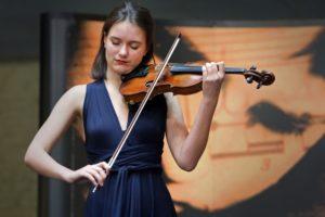 Elisa Dijkstra playing Prokofiev-1st violin concerto